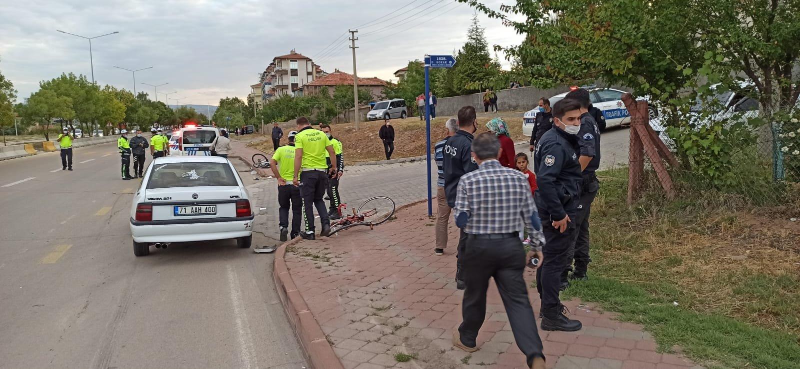 Çarptığı bisikletteki 1'i müezzin 2 kişi ağır yaralandı