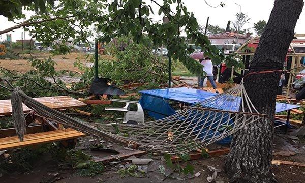 Çatalca'da hortum çatıları uçurdu, ağaçları devirdi