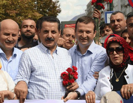 Çelik, Bursa'da 'sevgi yürüyüşü'ne katıldı.