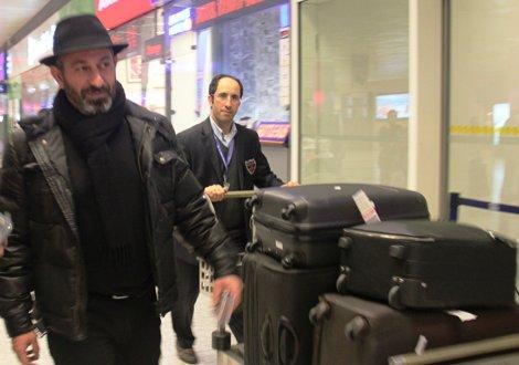 Cem Yılmaz ve eşi Ahu Yağtu, İstanbul'a döndü.