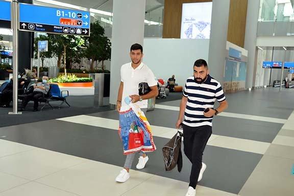 Cenk Özkacar, Lyon ile sözleşme imzalamak için Fransa'ya gitti