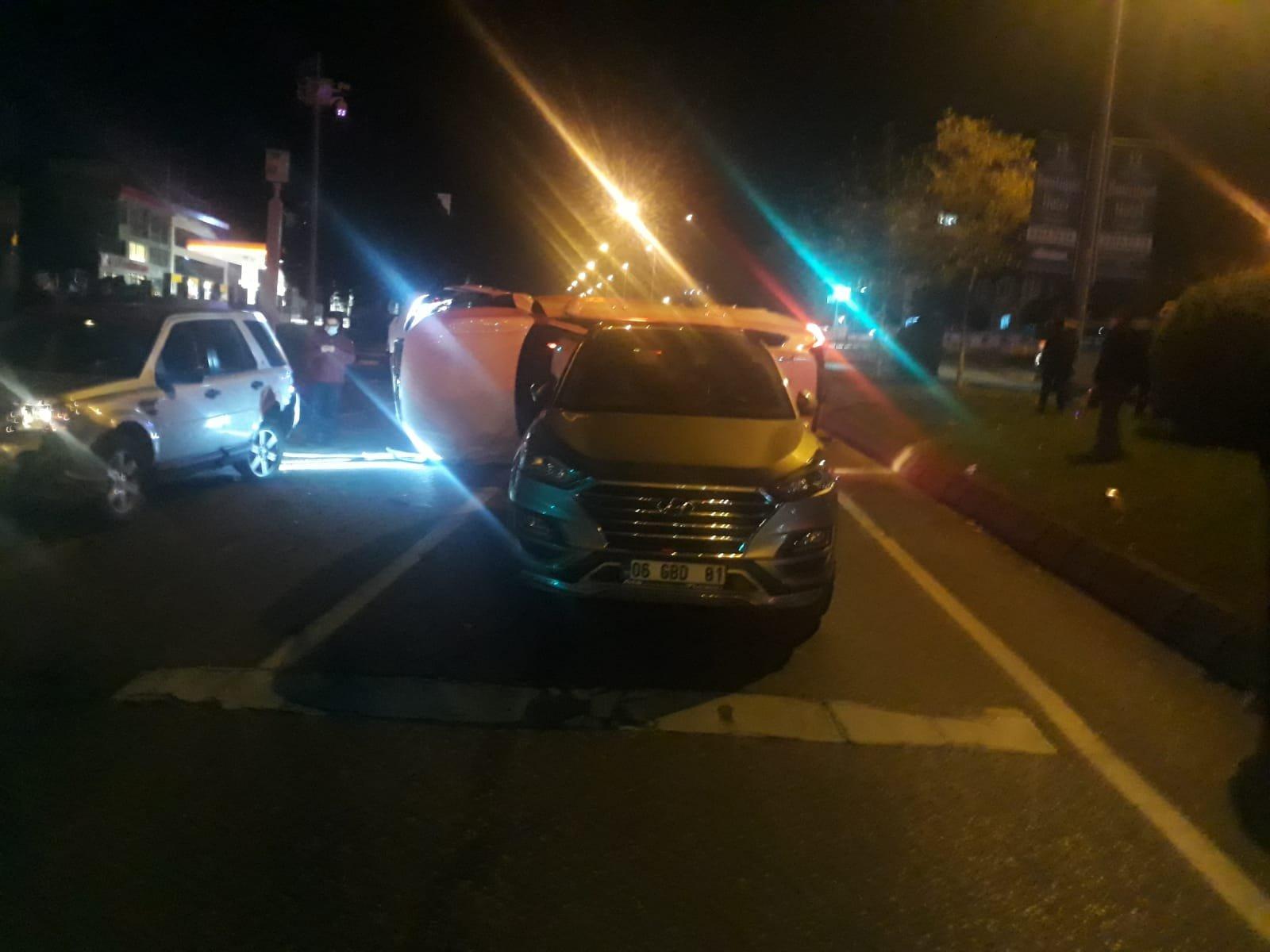 Cip, kırmızı ışıkta bekleyen araçlara çarptı