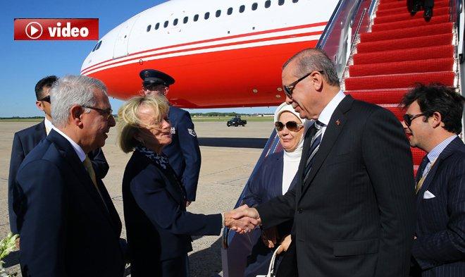 Erdoğan, ABD'de Havalimanı'nda Çiçeklerle Karşılandı