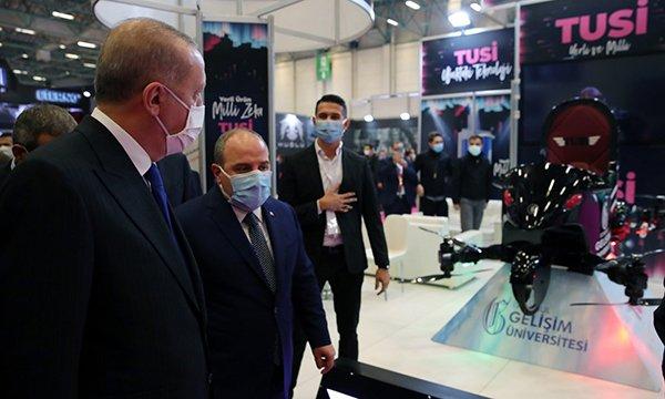 Cumhurbaşkanı Erdoğan, uçan araba TUSİ'yi inceledi