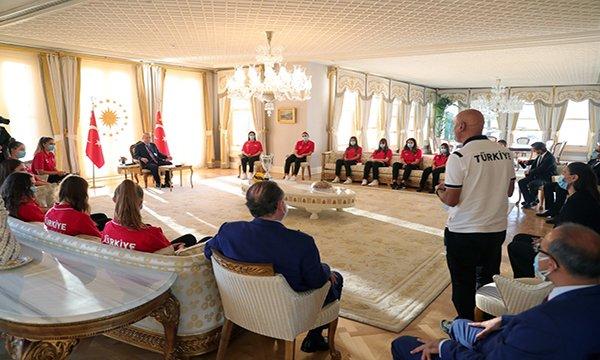 Cumhurbaşkanı Erdoğan,U19 Kız Voleybol Takımı'nı kabul etti