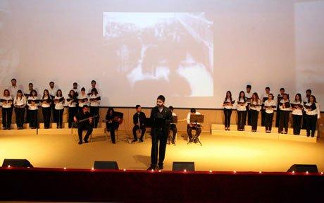 Cumhuriyet Üniversite'sinde Müzik ve Tiyatro Gösterisi...