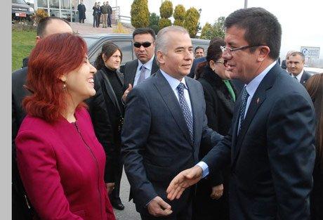 Denizli'de Nihat Zeybekci, davul zurnayla karşılandı.
