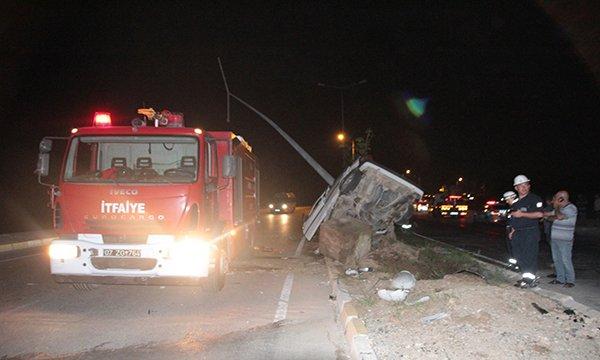 Direğe çarpan otomobilin sürücüsü ağır yaralandı