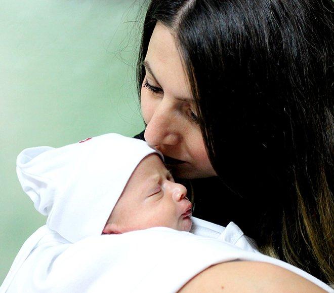 Doğduğu Gün Yapılan Ameliyatla Yeniden Yaşama Tutundu