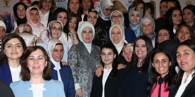 Emine Erdoğan AK Parti'nin kadın adaylarıyla iftarda buluştu