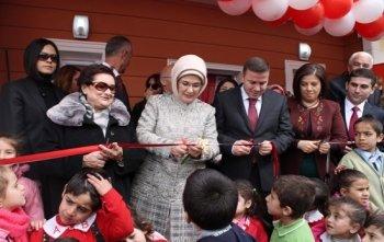Emine Erdoğan  okul açtı