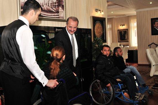 Engelliler Platformu'ndan Akgül'e Teşekkür Ziyareti