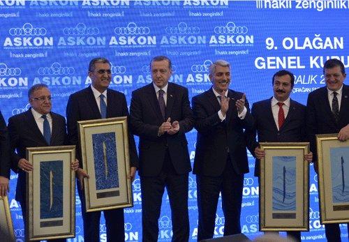 Erdoğan'dan Necmeddin Şimşek'e Plaket