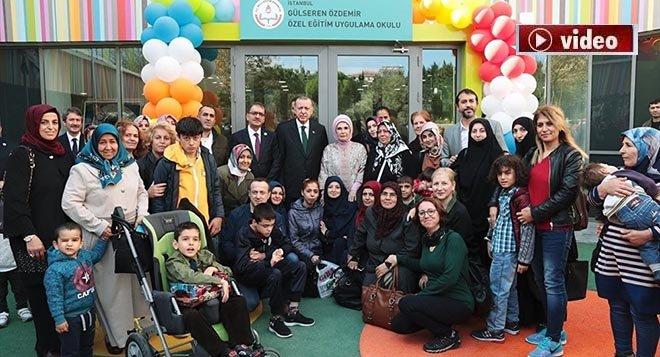 Erdoğan, engelli çocuklarla şarkı söyledi!video