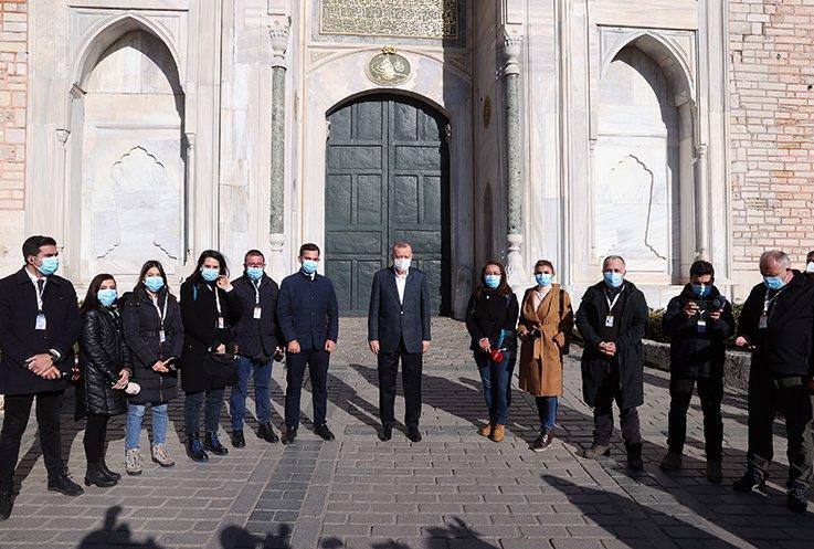 Erdoğan yürüyerek İstanbul Valiliği'ne geçti(video)
