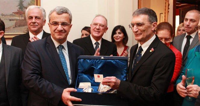 Erdoğan'ın hediyesi Aziz Sancar'a verildi
