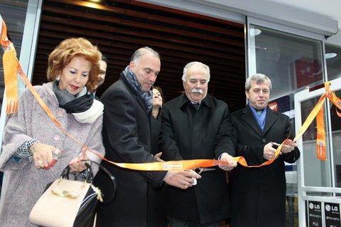 Esas 17 Burda Alışveriş Merkezi hizmete açıldı.