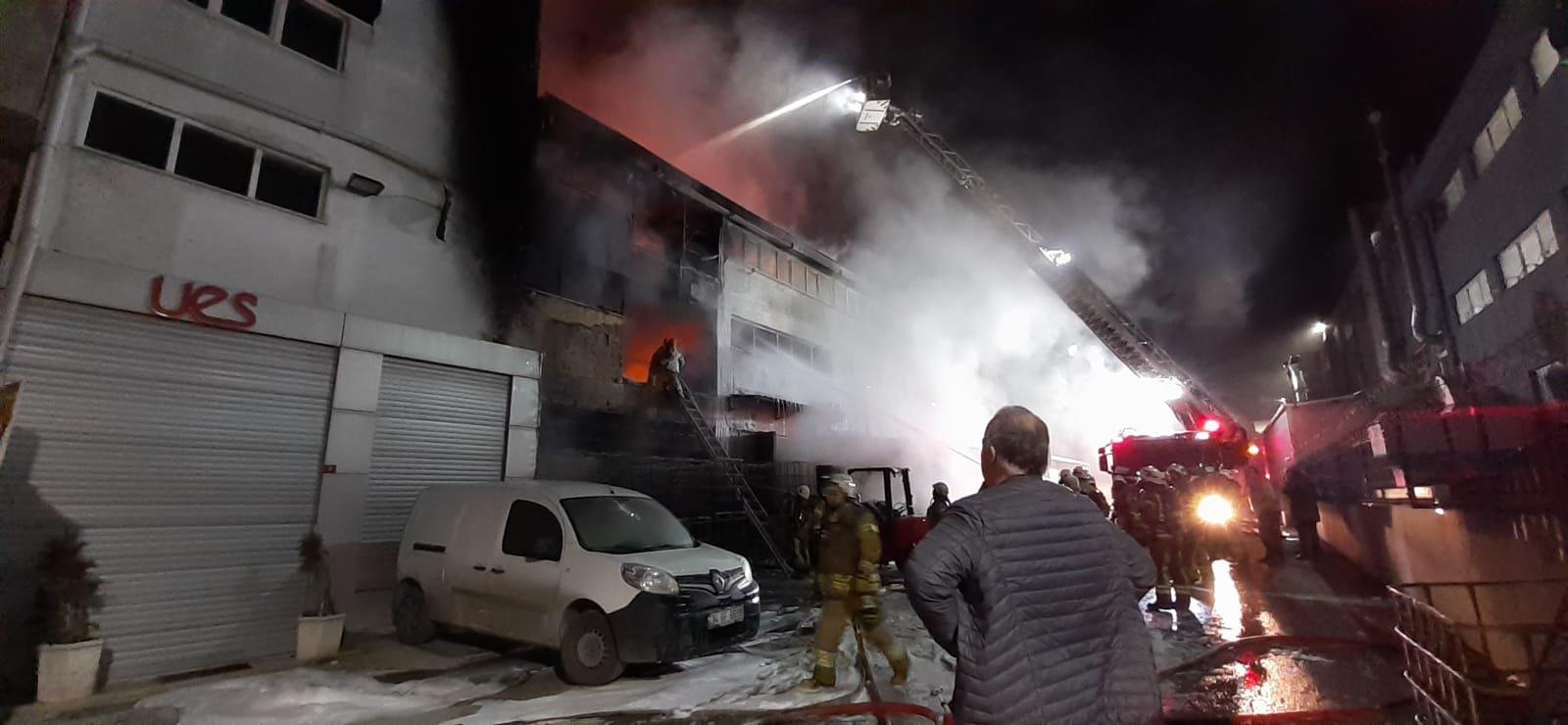 Esenyurt'ta depoda yangın