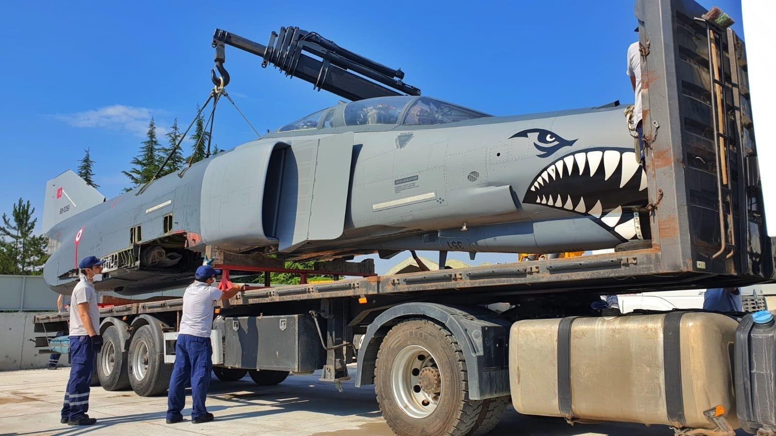 F-4E uçağı, eğitim faaliyetleri için liseye hibe edildi
