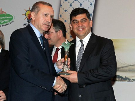 Fadıloğlu'na ödüllerini  Başbakan verdi