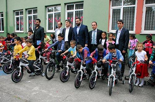 Fatih Belediyesi, çocukların yüzünü güldürdü