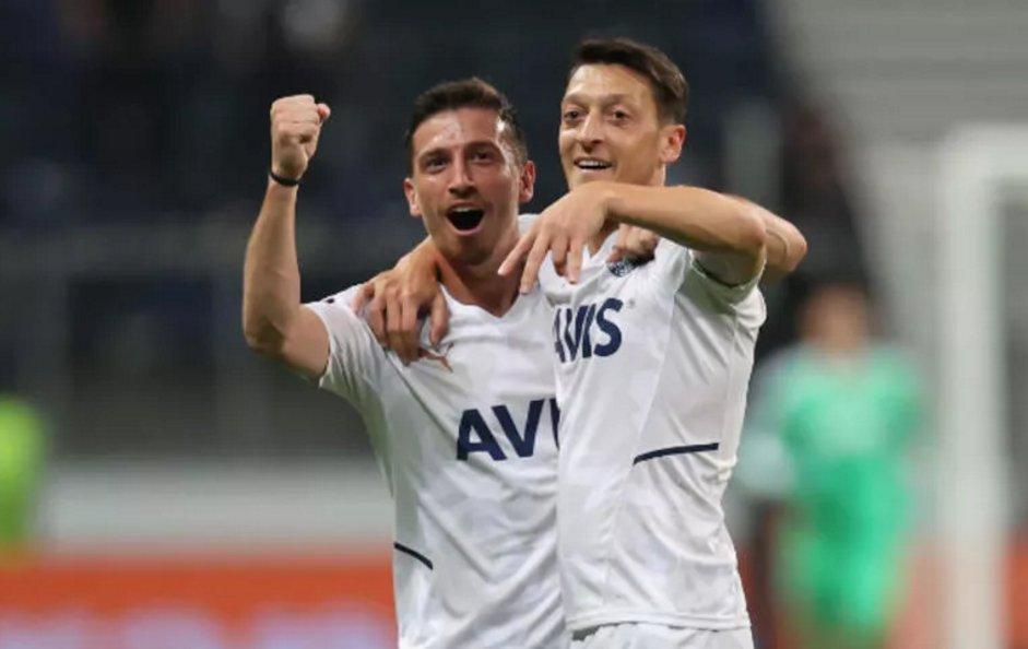Frankfurt - Fenerbahçe maçında Mesut Özil'e tepki!