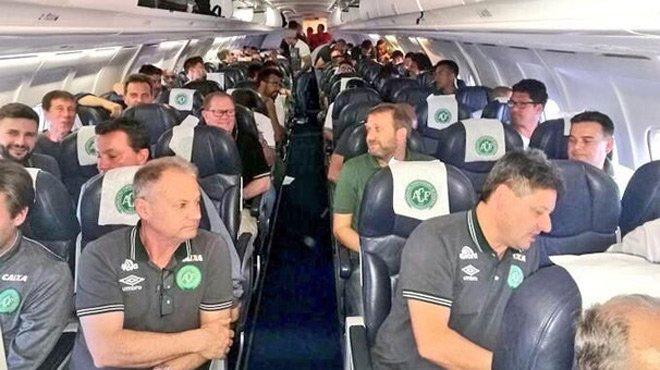 Futbol Takımını Taşıyan Yolcu Uçağı Düştü!