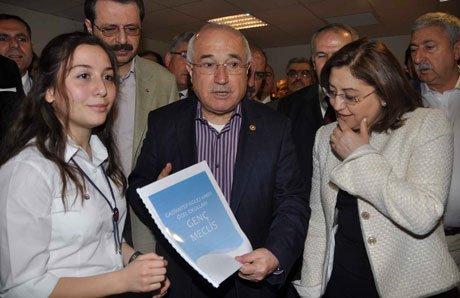 Genç Meclis'in Başkanı İrem Oral