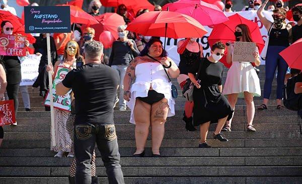 Genelev çalışanlarından Covid-19 protestosu