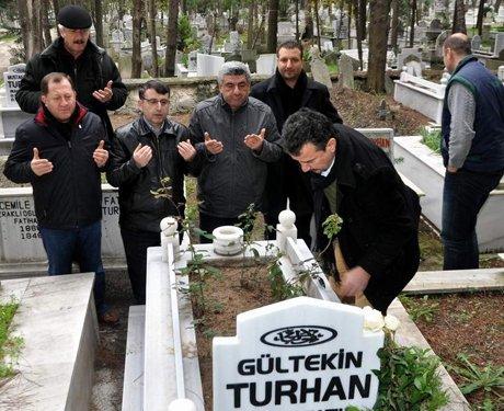 Gültekin Turhan mezarı başında anıldı.