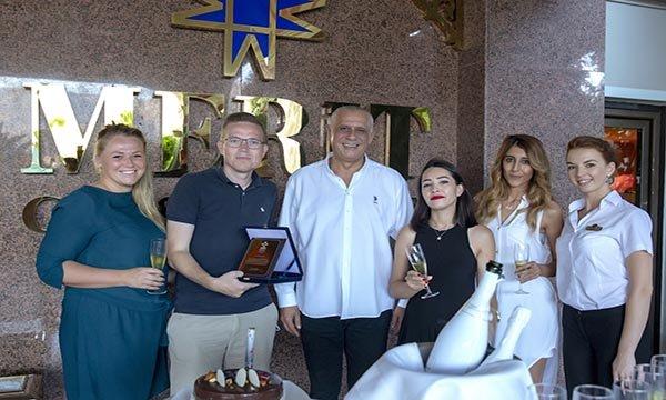 Güney Kıbrıs, KKTC'ye geçmek isteyen turistleri engellemeye başladı