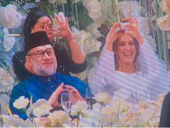 Güzellik kraliçesi, Malezya Kralı ile evlendi