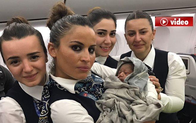 Hamile kadın uçakta doğum yaptı