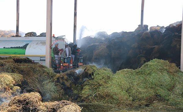 Hayvan çiftliği deposundaki yangın
