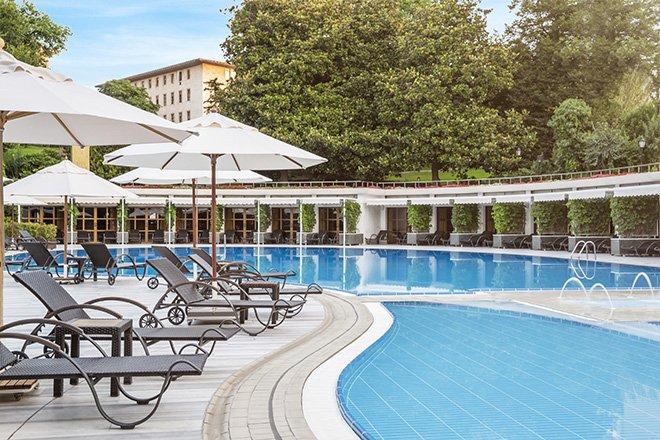 Hilton İstanbul Bosphorus, şehrin ortasında havuz keyfi