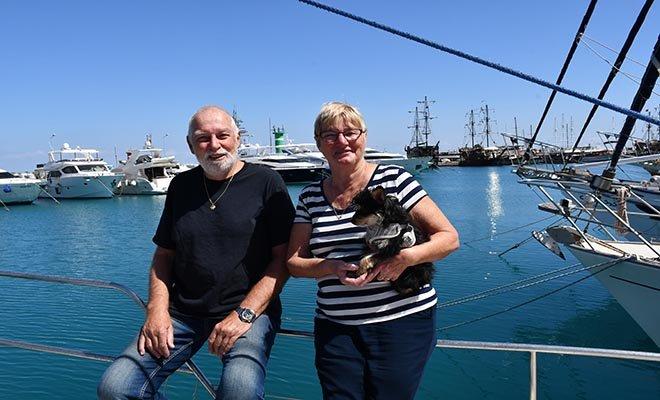 Hollandalı çift, marinadaki yatlarında koronavirüsten korunuyor