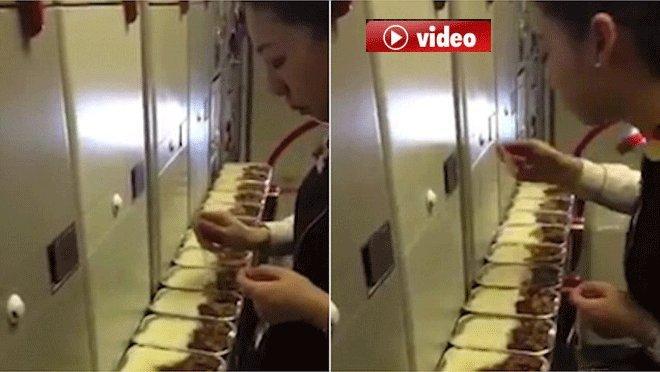 Hostes Yolcu ikram Yemeklerini Yedi!video
