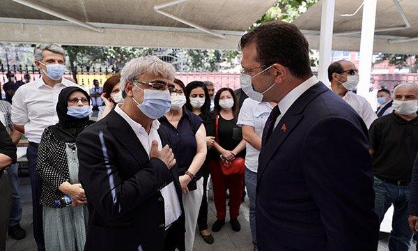 İmamoğlu,Ayşe Sancar'ın cenaze namazına katıldı.