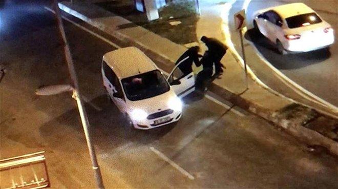 İmamoğlu'nun korumaları trafikte sürücüye silah çekip darp ettiler