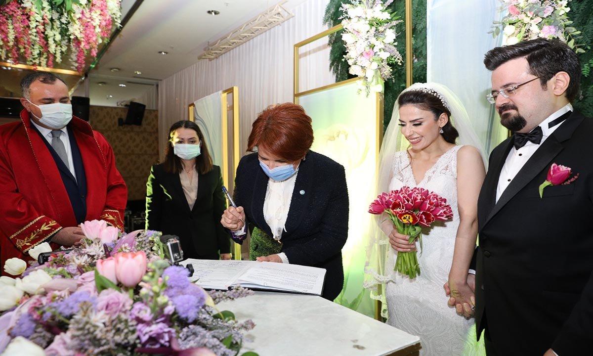 İYİ Parti Genel Başkanı Akşener, nikah şahidi oldu(video)