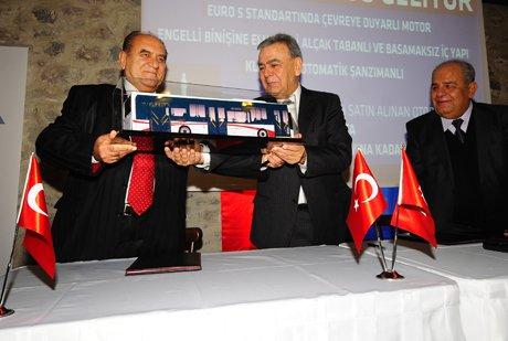 İzmir'e 300 yeni solo otobüs geliyor