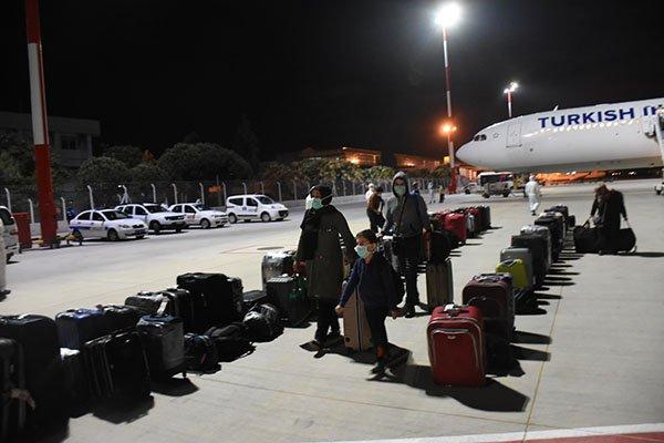 İzmir'e, Burkina Faso'dan 122 Türk vatandaşı getirildi