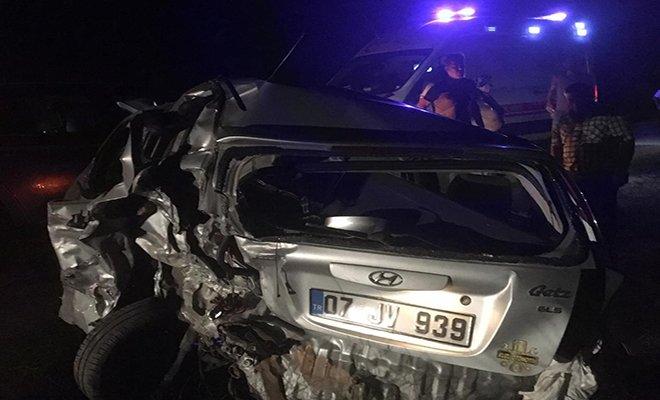 Kahreden kaza; anne öldü, eşi ve oğlu ağır yaralandı#video