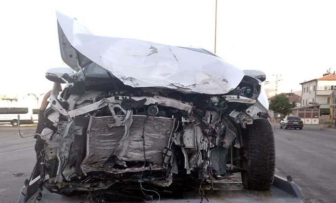 Kayseri'de TIR otomobile çarptı: 5 yaralı