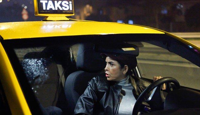 Keriman (Nursel Köse) taksi şoförü oldu.