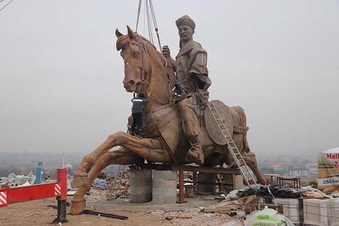 Köroğlu heykelinin montajına başlandı!