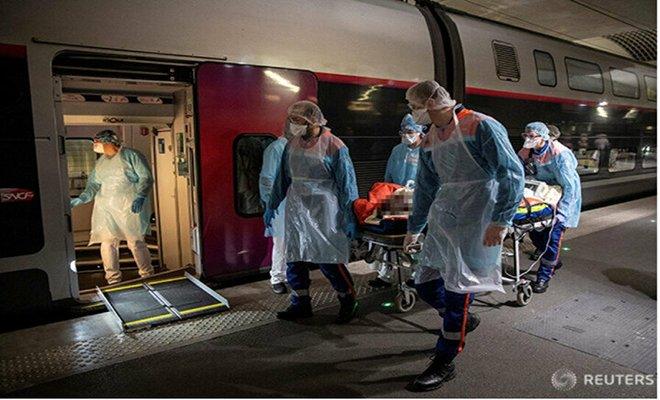 Koronavirüs hastaları trenle sevk edildi