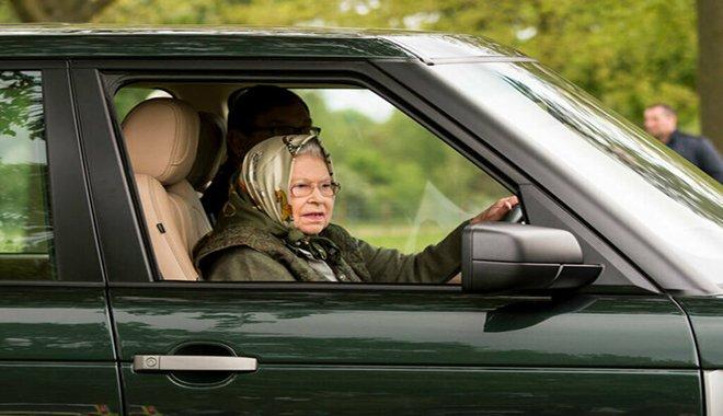 Kraliçe Elizabeth koronavirüsten kaçtı