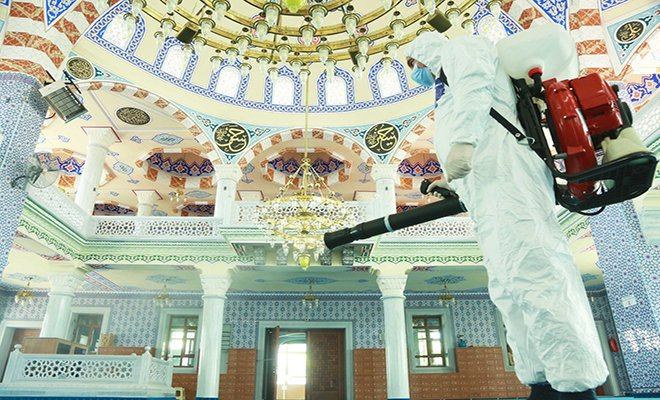 Küçükçekmece'de camiler dezenfekte edildi...