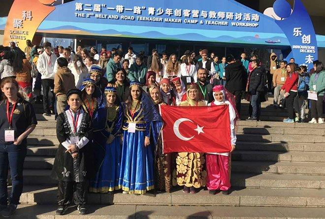 Liseli kızlar Çin'den ödülle döndü